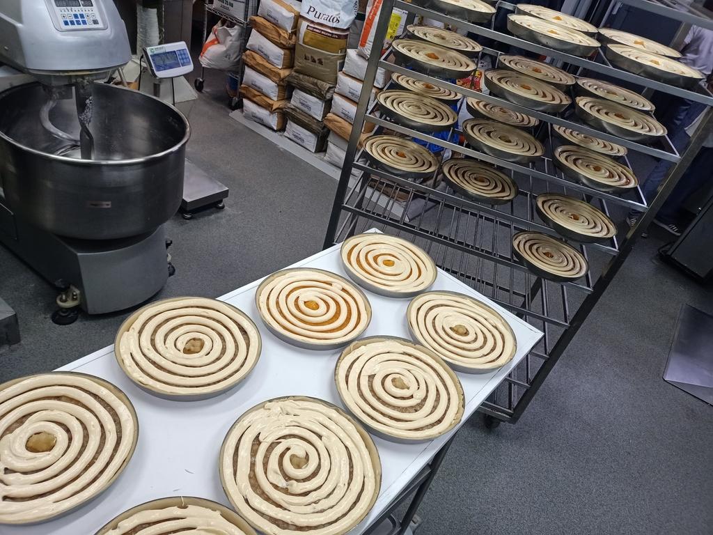 maken vlaaien, bakkerij rob janssen, elsloo, ambachtelijk, slider,