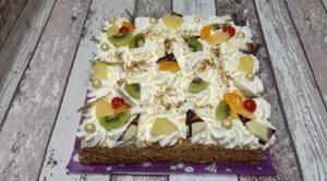 slagroomtaart vierkant toptaart, foto taartenpagina, taarten, bakkerij rob janssen, elsloo, top taarten, naar wens maken, elsloo, zuid limburg, communie, verjaardag,