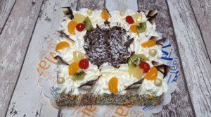 slagroomtaart vierkant vlokken top rand gekleurd toptaart, foto taartenpagina, taarten, bakkerij rob janssen, elsloo, top taarten, naar wens maken, elsloo, zuid limburg, communie, verjaardag,