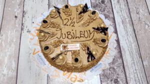 roomboter mocca taart met tekst naar keuze, bakkerij rob janssen, elsloo, taartenpagina, 12,5 jaar, jubileum