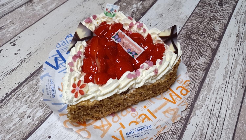 Moederdaghart aardbeien, bakkerij rob janssen, elsloo, taarten, aardbeien,